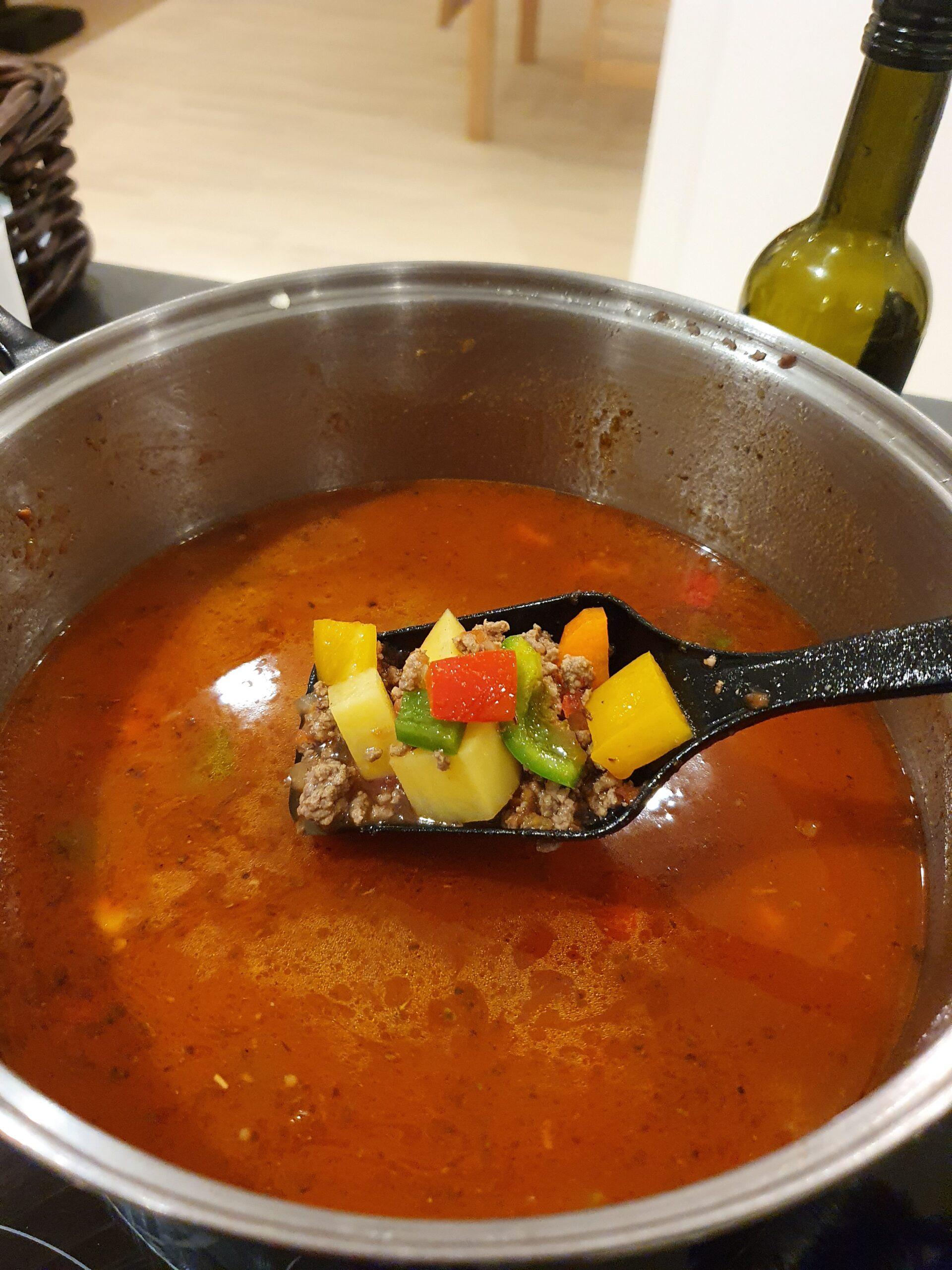 Ungarsk Gullashsuppe i gryden